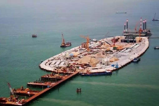 china-and-world-longest-sea-bridge-construction-of-artificial-island
