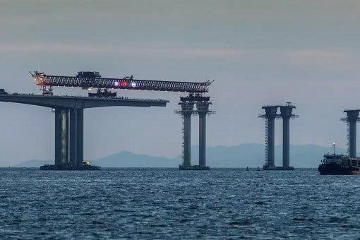 china-and-world-longest-sea-bridge-joining-bridge-parts