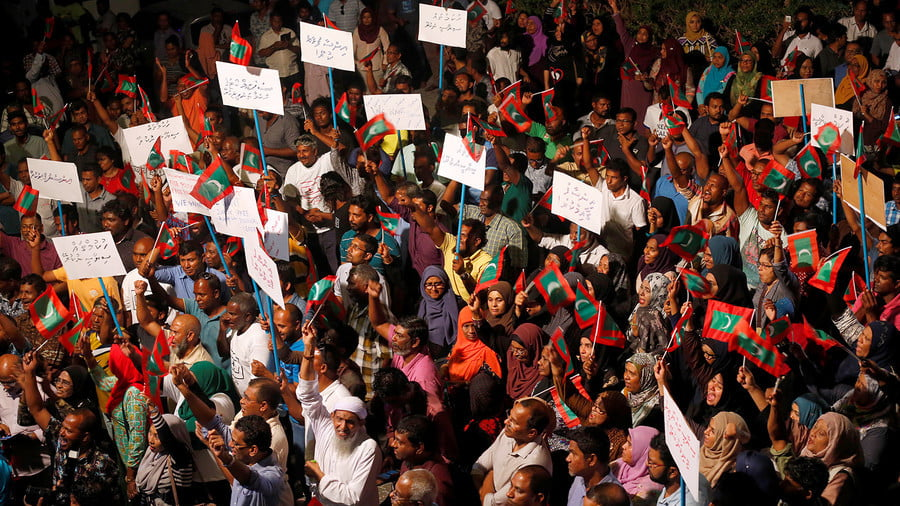 Opposition supporters protest the government's delay in releasing jailed leaders in Male, Maldives, on February 4, 2018. © Reuters