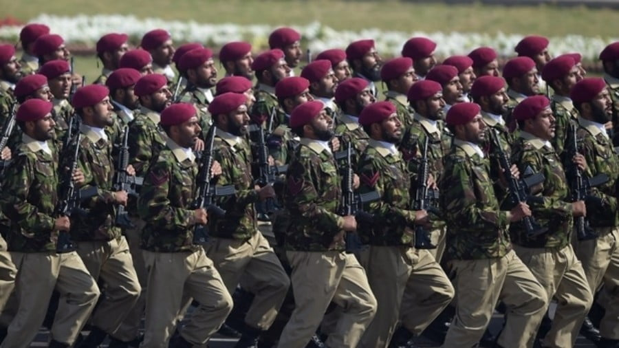 Why Pakistan is Sending 1,000 Troops to Saudi Arabia?