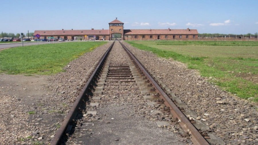 The Crumbling Holocaust: an Israeli Perspective