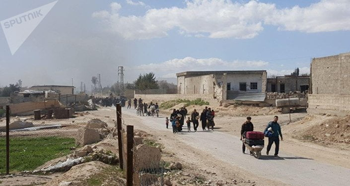 Residents leave the territory of Eastern Ghouta © Sputnik/ Muhamad Maruf