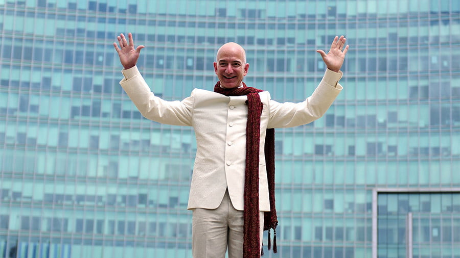 Jeff Bezos, founder and chief executive officer of Amazon, poses as he stands atop a supply truck during a photo opportunity at the premises of a shopping mall in the southern Indian city of Bangalore © Abhishek N. Chinnappa / Reuters