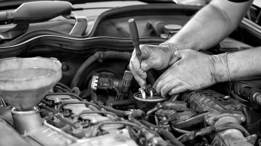 In Which Embattled Manhood Rassles a Carburetor, and Is Discomfited