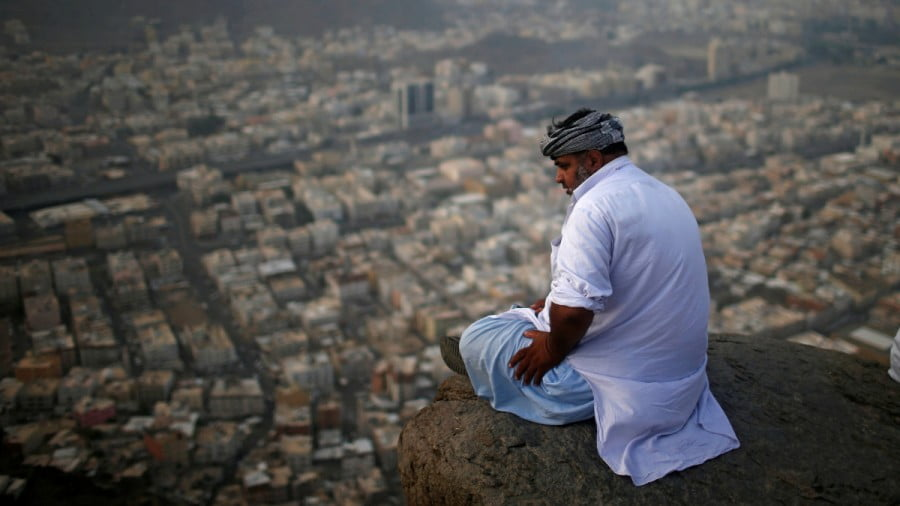 A muslim pilgrim visits Mount Al-Noor, where Muslims believe Prophet Mohammad received the first words of the Koran through Gabriel in the Hera cave, in the holy city of Mecca, Saudi Arabia August 28, 2017. REUTERS/Suhaib Salem