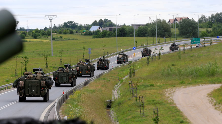 US forces convoy rides to Suwalki direction near Augustow, Poland, June 17, 2017 © Ints Kalnins / Reuters