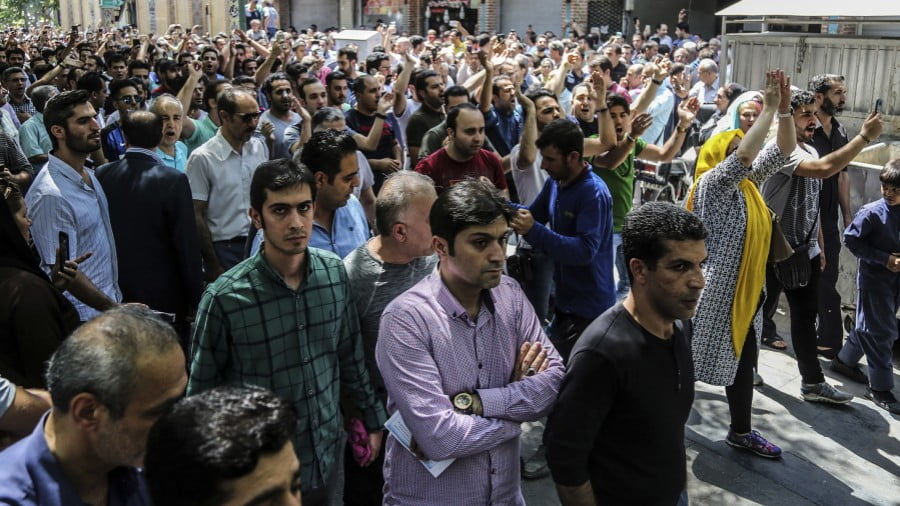 "US' Iran Regime-Change Plan: Hit Economy, Orchestrate Protests, Engage MEK Cult to Chant ""Democracy"""