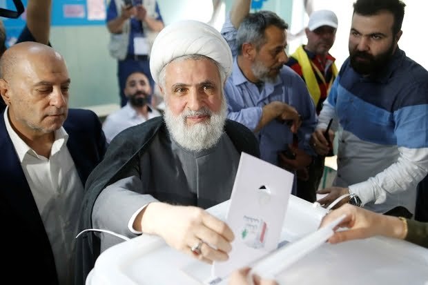 lebanon27s20hezbollah20deputy20leader20sheikh20naim20qassem20casts20his20vote2020in20beirut20on20620may20201820reuters_0