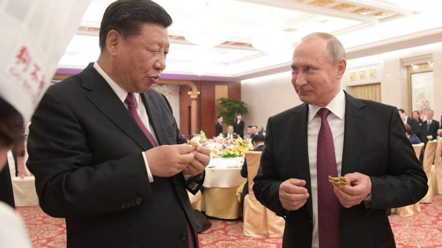 Russian President Vladimir Putin (R) and Chinese President Xi Jinping (L) at a reception in Tianjin. Photo: AFP via Sputnik/Alexei Druzhinin Sputnik