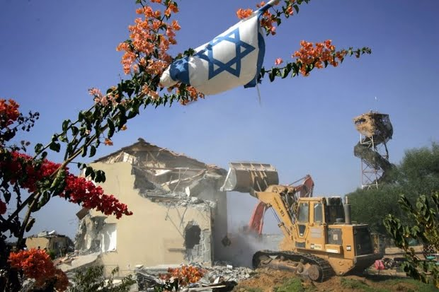 A bulldozer demolishes the houses of settlers as part of Israel's disengagement plan in the southern Gaza Strip on 22 August 2005 (AFP)