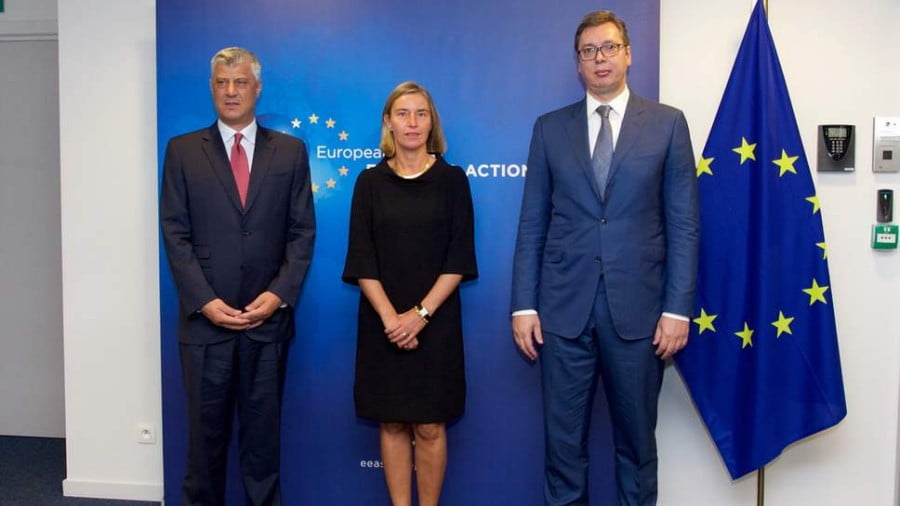 Aleksandar Vucic (right), president of Serbia, met with Hashim Thaci, president of Kosovo, and EU foreign affairs representative Federica Mogherini ( European External Access Service )