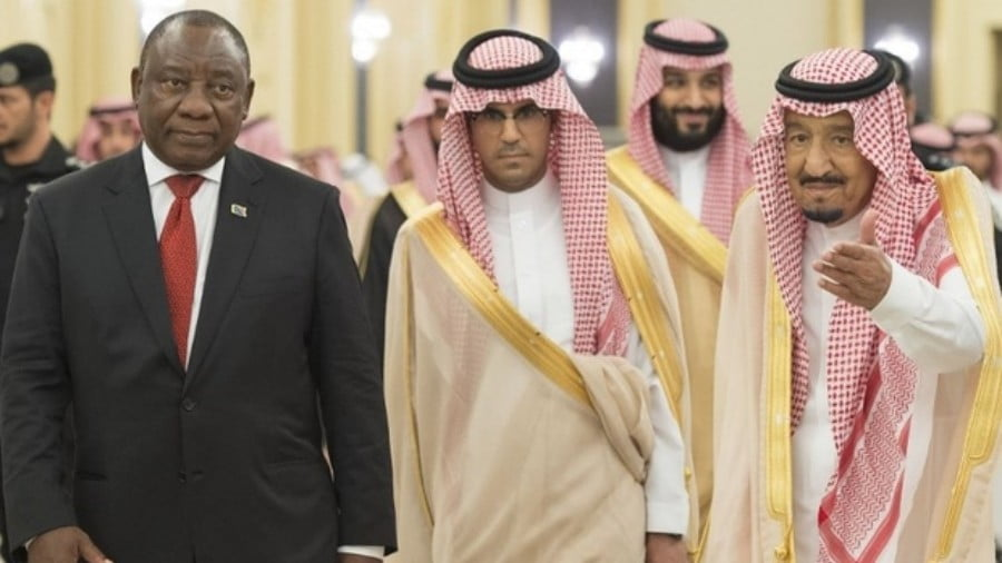 Saudi King Salman(R) receiving South African President Cyril Ramaphosa (L) during his visit in Jeddah on 12 July, 2018 (AFP)