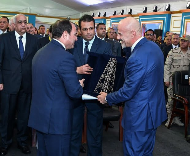 Egyptian President Abdel Fattah el-Sisi receives a model of a gas extraction tower from Eni CEO Claudio Descalzi in January (AFP)