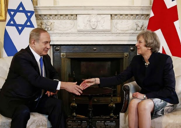 British Prime Minister Theresa May shakes hands with Israeli Prime Minister Benjamin Netanyahu during their meeting on February 6, 2017 (AFP)