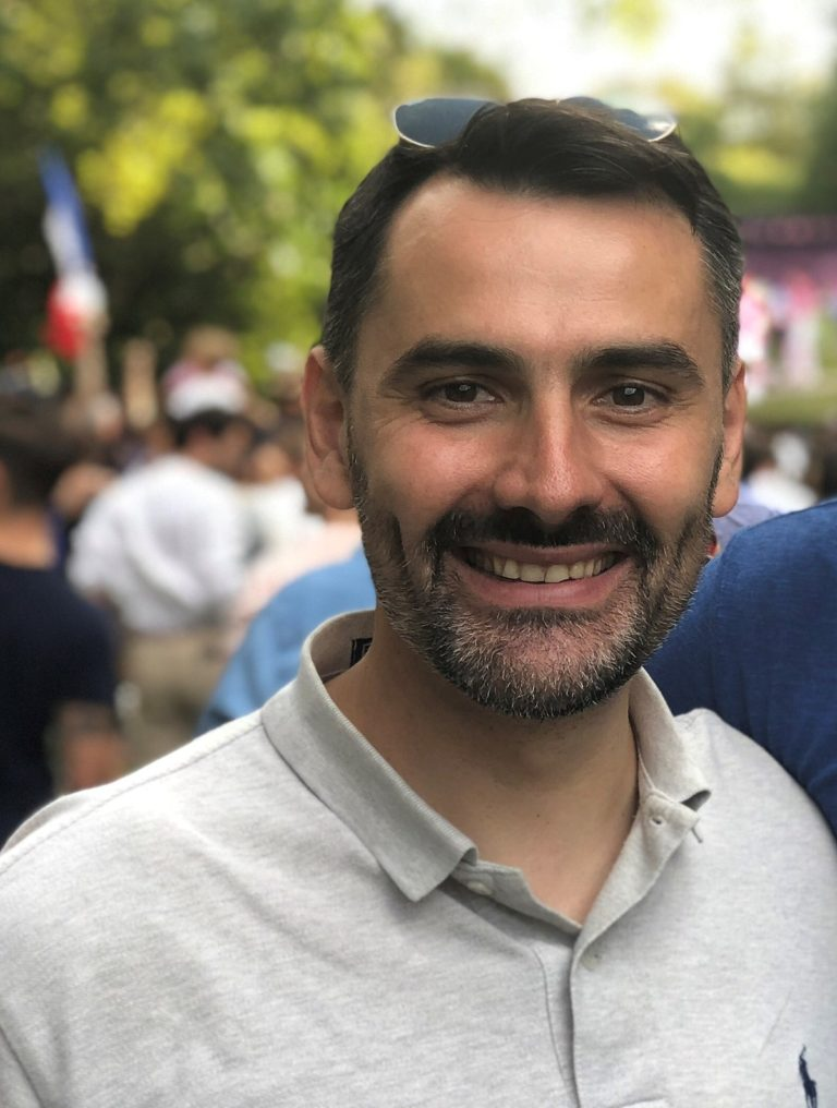The first General Secretary of « En Marche ! », Ludovic Chaker, is allegedly an agent of the DGSE. He is said to have hired – by accident – a friend of Jawad Bendaoud, « Daesh's landlord, » as a bodyguard for the candidate Macron. Today he works at the Elysée where he « doubles » the anti-terrorist task force of Prefect Bousquet de Florian.
