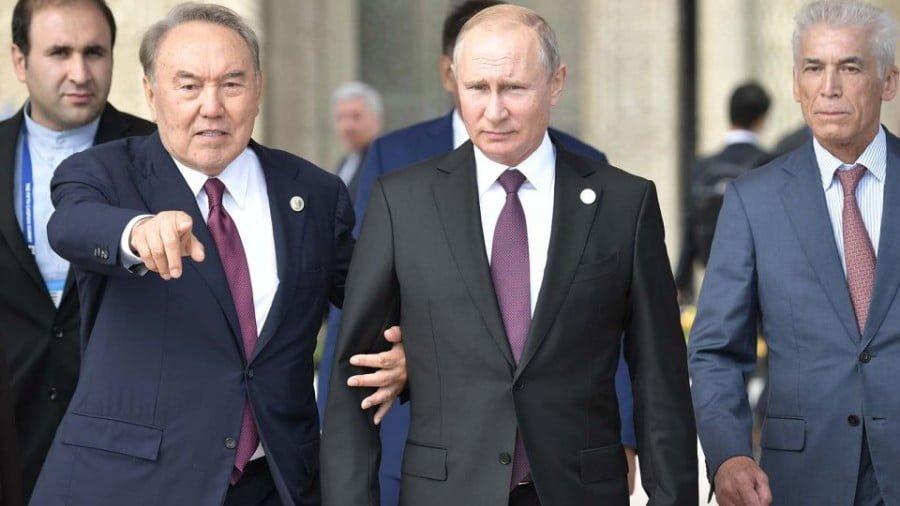 Russian President Vladimir Putin and Kazakhstan President Nursultan Nazarbayev walk along a Caspian Sea embankment while participating in the Fifth Caspian Summit in Aktau, Kazakhstan. Photo: Sputnik/Aleksey Nikolskyi
