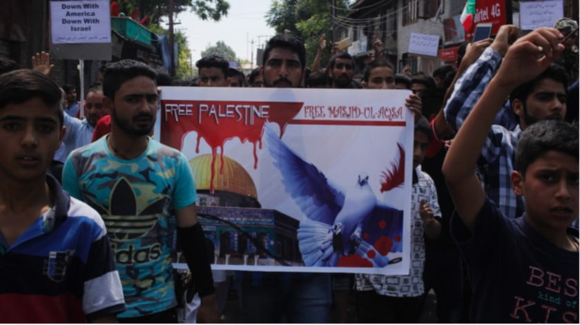 Hundreds march in Kashmir in May 2018 to support the Palestinian struggle (MEE/Fahad Shah)