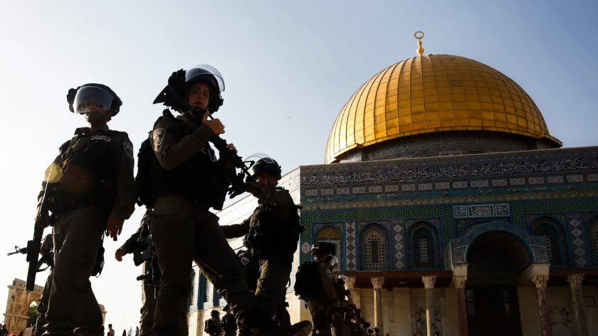 eature photo | Israeli police stand next to the Dome of the Rock mosque at the Al-Aqsa Mosque compound in Jerusalem's Old City, July 27, 2017. Mahmoud Illean | AP