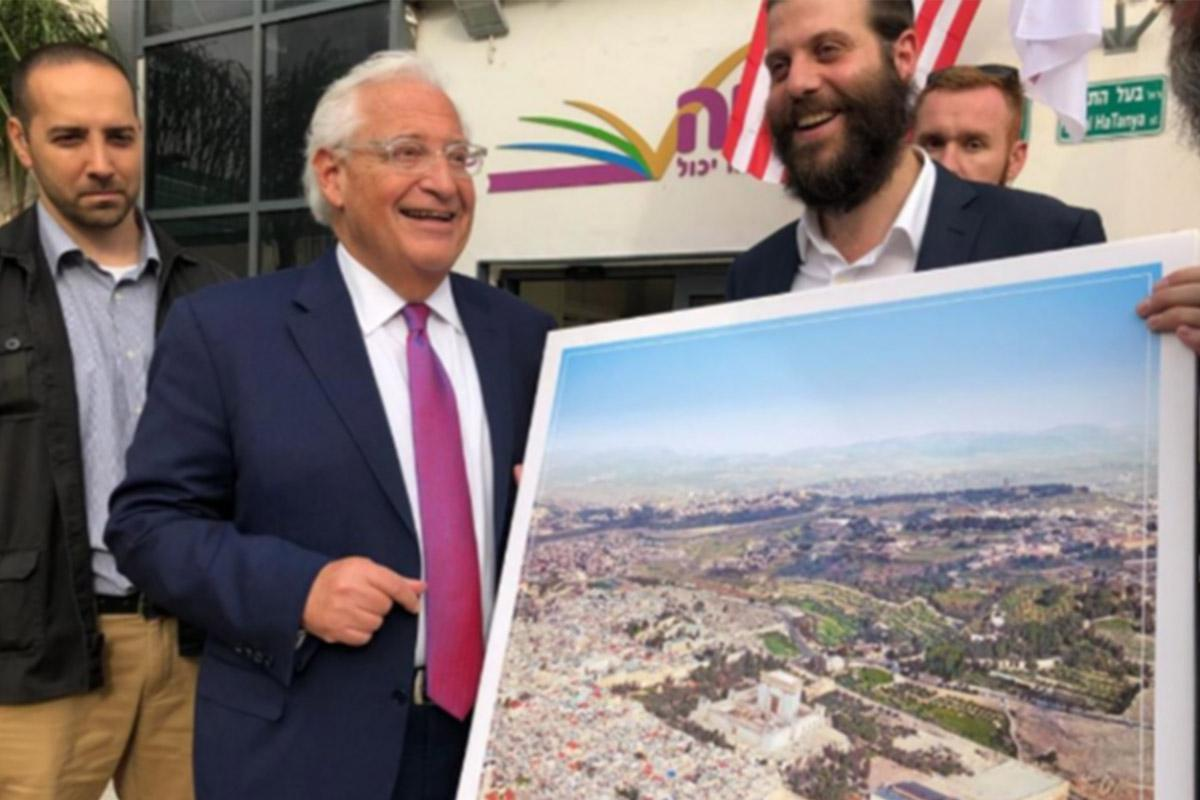 US Ambassador to Israel David Friedman poses with a picture of the 'Third Temple,' May 22, 2018. Israel Cohen | Kikar Hashabat