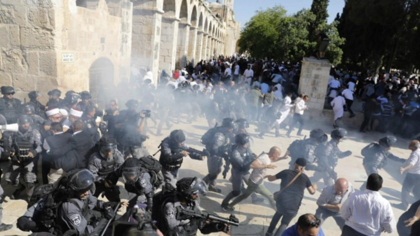 Israeli Forces Fire Tear Gas and Rubber Bullets Inside Al-Aqsa on First Day of Eid