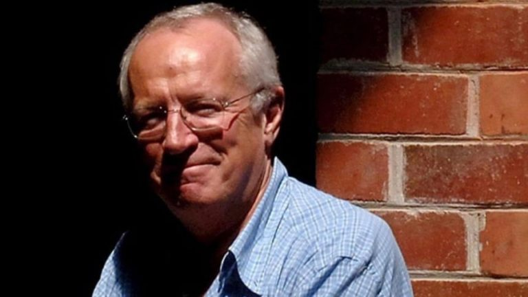 Establishment Journalists Are Piling on to Smear Robert Fisk Now He Cannot Answer Back