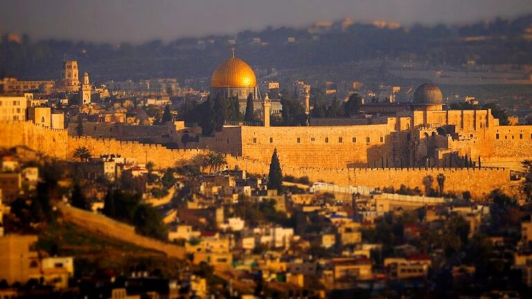 """Zionism's Anthem: The Danger Lurking in """"Jerusalem of Gold"""""""